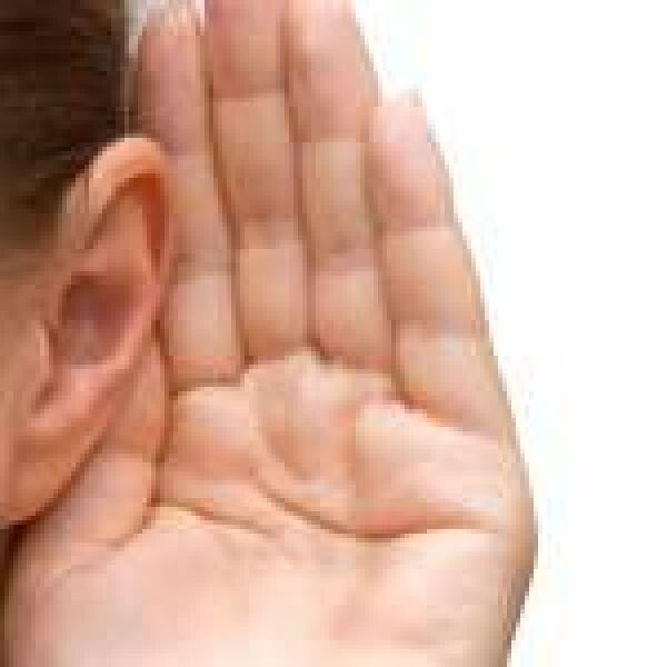 Áttörés jöhet a hallókészülékeknél – beszállt az Apple