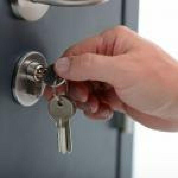 Az ajtókulcs is okosabb lehet, ha a zár még nem az