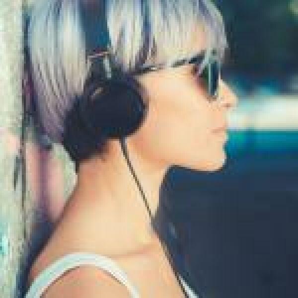 Törnek előre az okos fül- és fejhallgatók