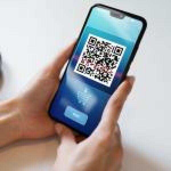 A QR-kódos és mobil fizetés szoríthatja háttérbe a készpénzt