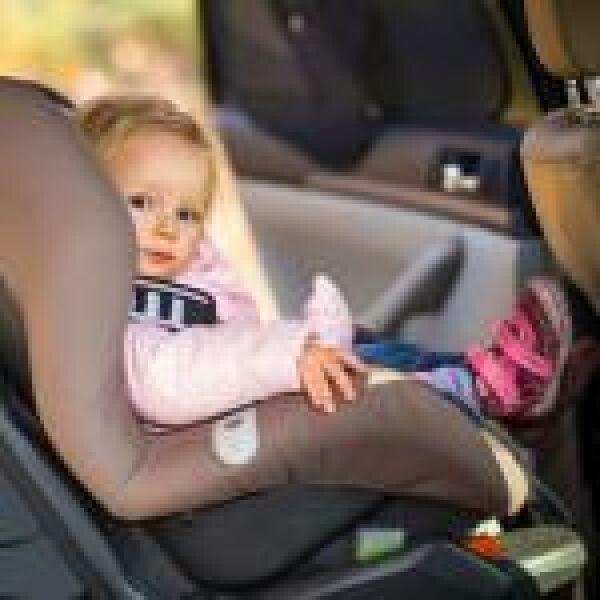 A feledékeny szülőket figyelmezteti az okosgyerekülés
