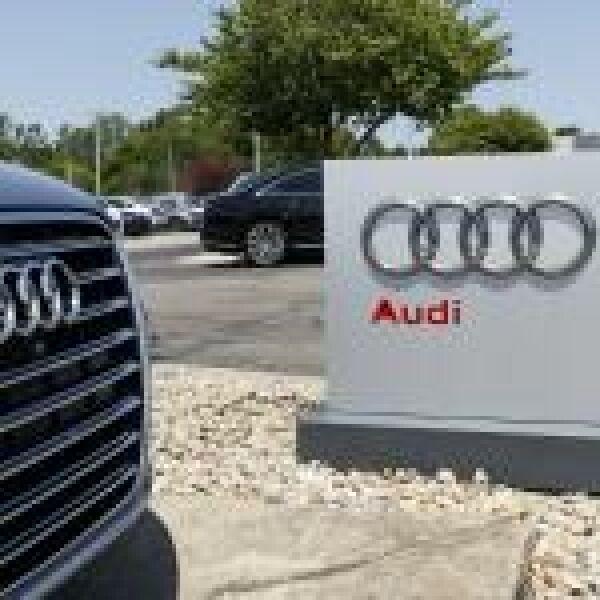 Drónok köröznek az Audi felett